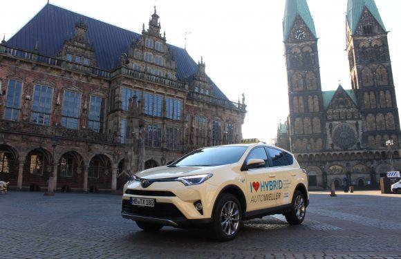 3. Umwelt Taxi: Beige Hybrid RAV 4